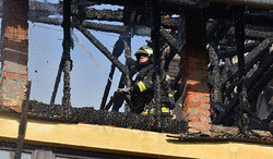 Tűz a gyermekotthonnál: körülhatárolták a lángokat