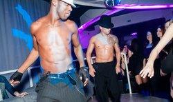 18+ Nőnapi partyáradat: sok-sok chippendale és félmeztelen férfitest - fotók