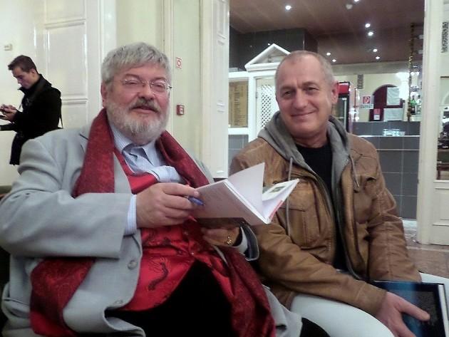 (b-j): Carbonaro költő és Salat Lehel színművész a Miskolci Nemzeti Színházban tartott könyvbemutató után PTV fotó: Vona Ildikó