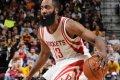 Robog a Bulls rekordja felé a Warriors, mínusz húszról nyert a Rockets Clevelandben