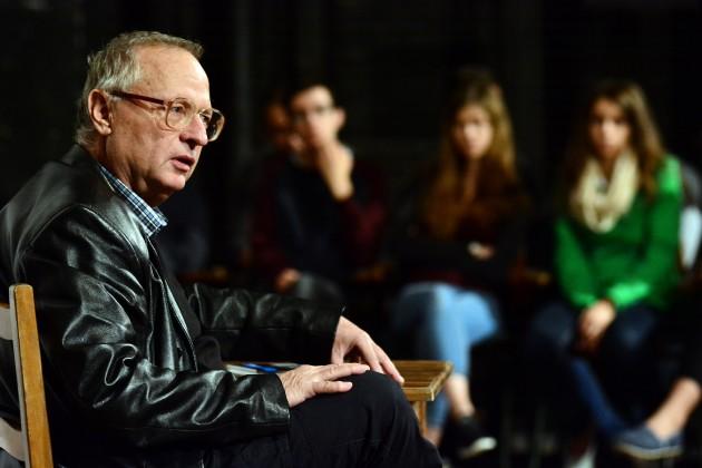 Spiró György előadást tart a középiskolásoknak a miskolci színházban Fotó: Gálos Mihály Samu