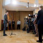 Budapest, 2016. november 25. Szijjártó Péter külgazdasági és külügyminiszter sajtótájékoztatón beszél Orbán Viktor miniszterelnök washingtoni meghívásáról Budapesten, a Külgazdasági és Külügyminisztériumban 2016. november 25-én. Donald Trump megválasztott amerikai elnök Orbán Viktorral folytatott november 23-i telefonbeszélgetése során köszönetét fejezte ki az amerikai magyarok támogatásáért, és elmondta azt is, hogy mindig is nagy tisztelõje volt Magyarországnak. Szijjártó Péter megerõsítette, hogy Donald Trump találkozóra hívta a magyar miniszterelnököt, amelynek konkrét idõpontjáról és részleteirõl szóló egyeztetést az új elnök januári hivatalba lépése után kezdõdhet meg. MTI Fotó: Koszticsák Szilárd