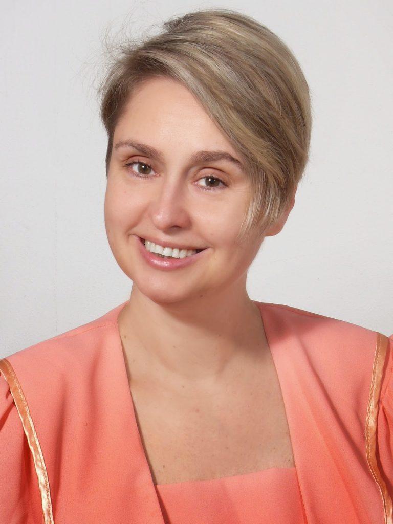 Dr. Szöőr Anna