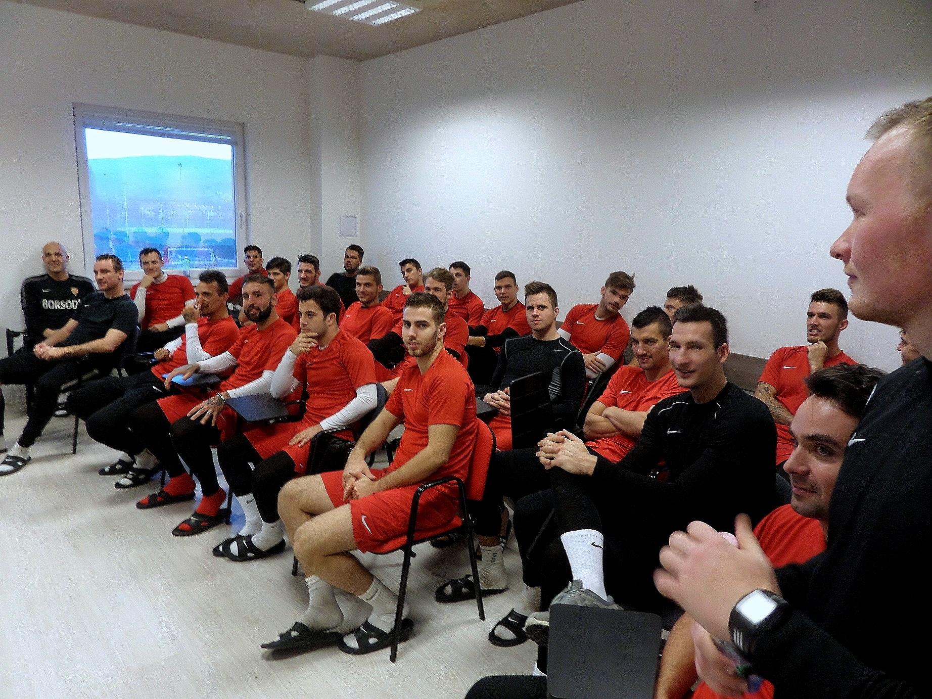 A csapat - az első idei szakmai megbeszélésre várva / PTV Fotó: Vona Ildikó