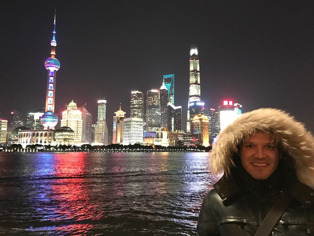Vásáry André énekes Sanghajban