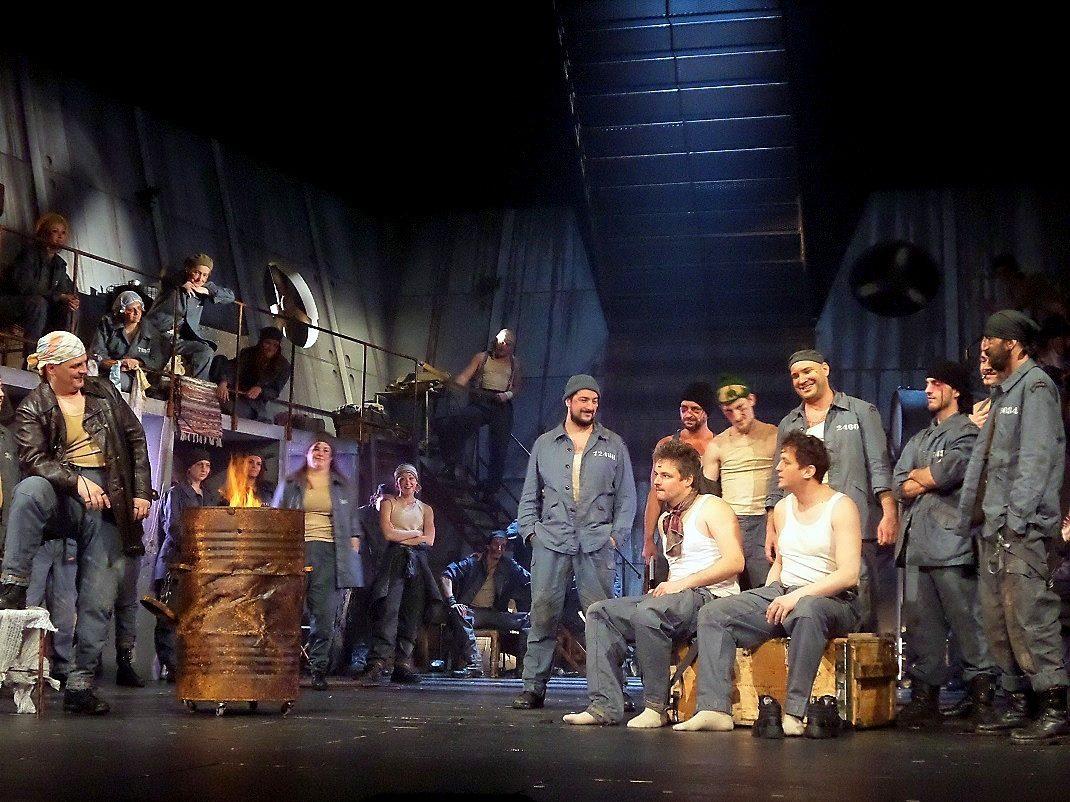 Jelenet a La Mancha lovagja előadásból / PTV Fotó: Vona Ildikó