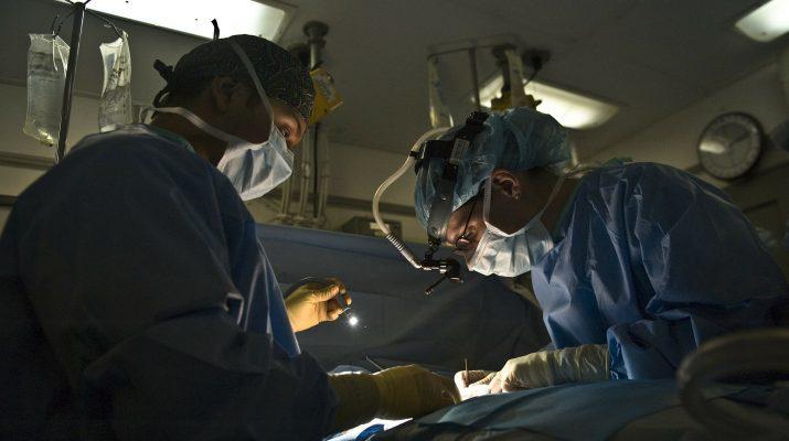 fejátültetés műtét illusztráció