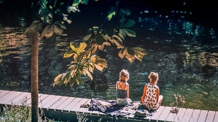 nyár,vízpart,hőség,hűsölés,nő,nők,nap,napsütés,meleg,