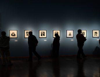 Man Ray fotóiból nyílt kiállítás a debreceni Modemben