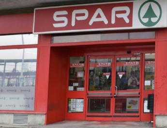 Kivonulással fenyeget a Spar