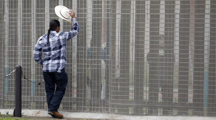 Egymilliárd dollárból épít kerítést a mexikói határra a Pentagon