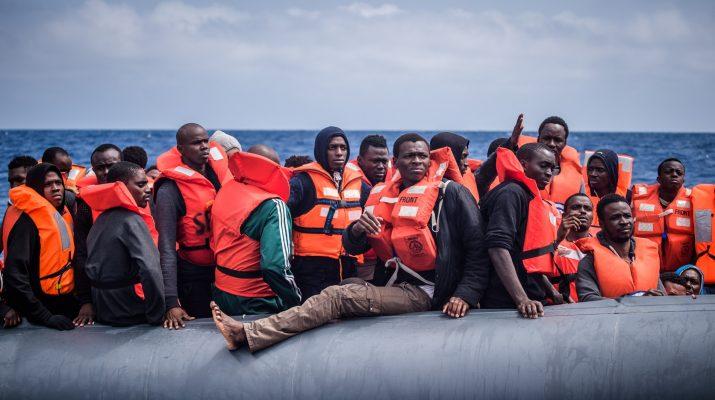 Szőnyeg alá söpörné a bevándorlás problémáját az EU-biztos