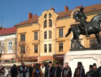 Átadták megyénk első lovas szobrát: a munkácsi Szent Márton emlékművet