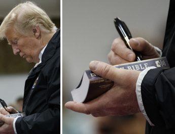 Donald Trump Bibliákat dedikál