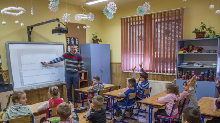 Jövőre 30 százalékos béremelést kaphatnak a pedagógusok