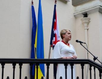Szándékosan belehajtott valaki a londoni ukrán nagykövet autójába