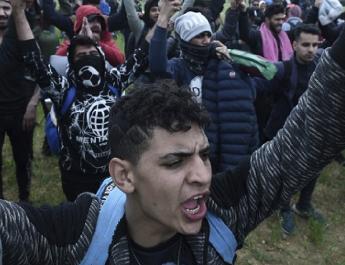 Salvini kiutasítja a lampedusai migránsokat