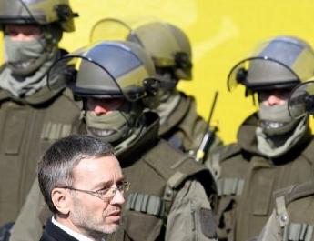 Újabb migránshullámra figyelmeztet az osztrák belügyminiszter