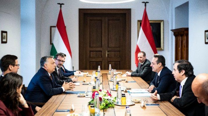 Orbán Viktor fogadta az osztrák alkancellárt a Karmelita kolostorban (Fotó: MTI/Miniszterelnöki Sajtóiroda/Szecsődi Balázs)