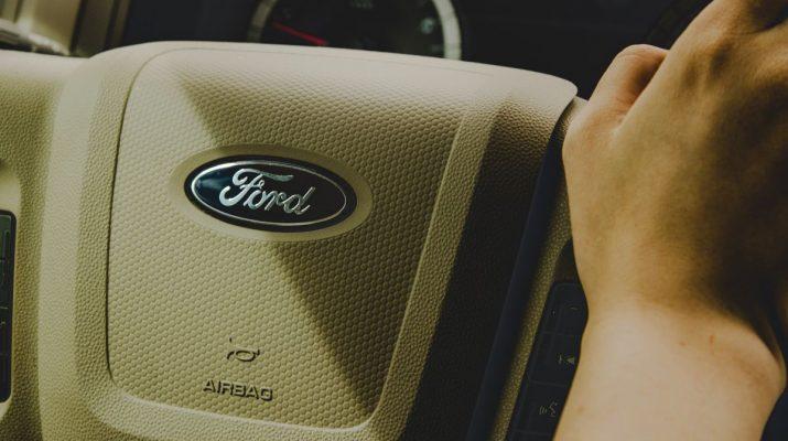 Ford kormány