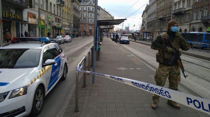 Rendőrök katona Mester utca