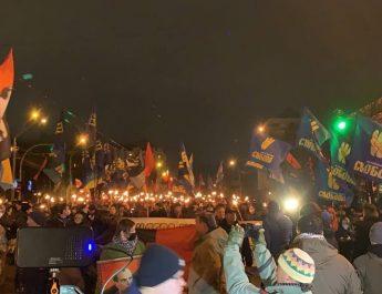Felvonulás Kijevben Sztepan Bandera emlékére