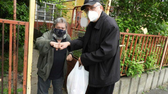 Szeretetcsomagot kapnak a hódmezővásárhelyi lakosok Kószó Pétertől