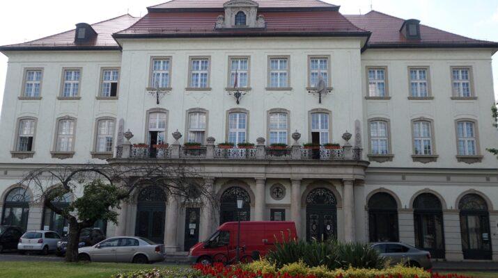 A Bartók Béla Zeneművészeti Szakközépiskola ifjú komponistái tanárjuk, Ács Gyula ösztönzésére tartottak egy kis bemutatót saját darabjaikból.